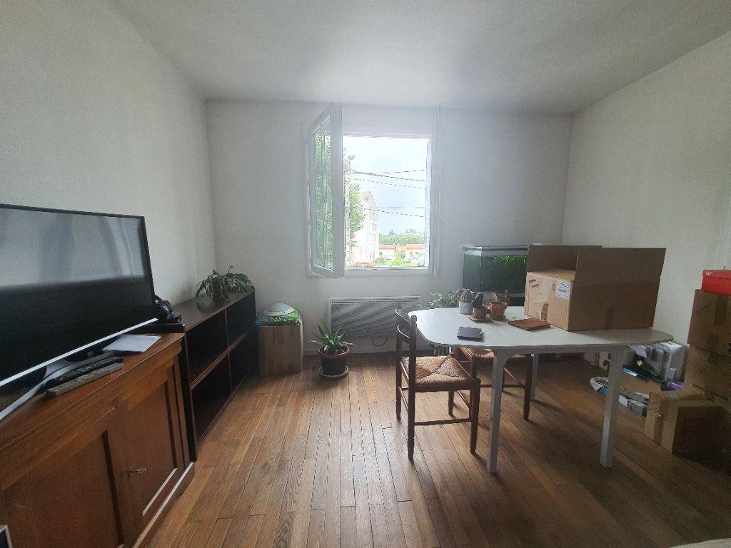 Appartement à louer 3 0m2 à Villefranche-sur-Saône vignette-4