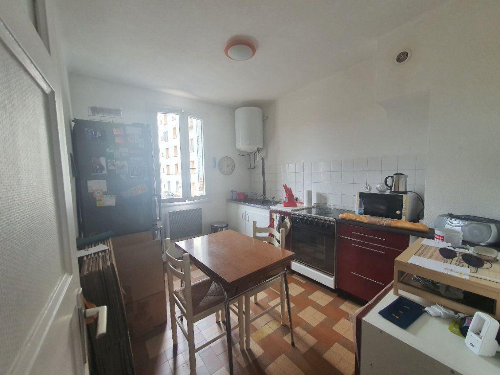 Appartement à louer 3 0m2 à Villefranche-sur-Saône vignette-6