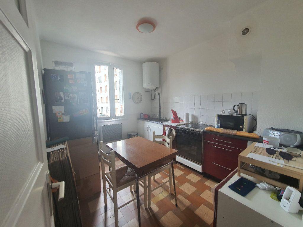 Appartement à louer 3 0m2 à Villefranche-sur-Saône vignette-7