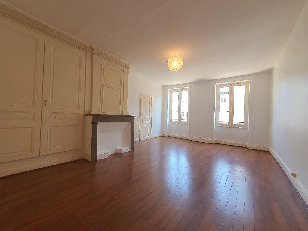 Appartement à louer 2 65m2 à Villefranche-sur-Saône vignette-1