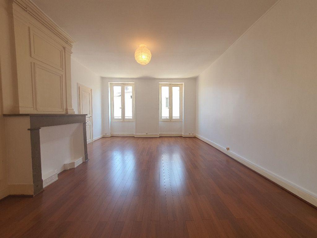 Appartement à louer 2 65m2 à Villefranche-sur-Saône vignette-2