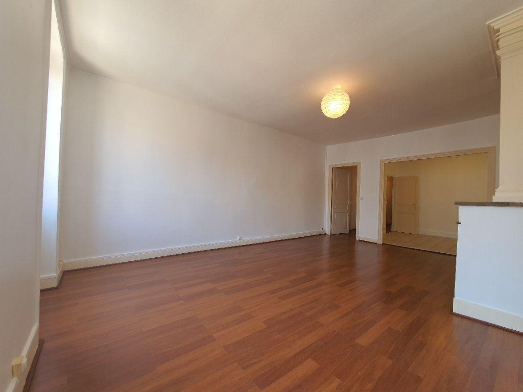 Appartement à louer 2 65m2 à Villefranche-sur-Saône vignette-3