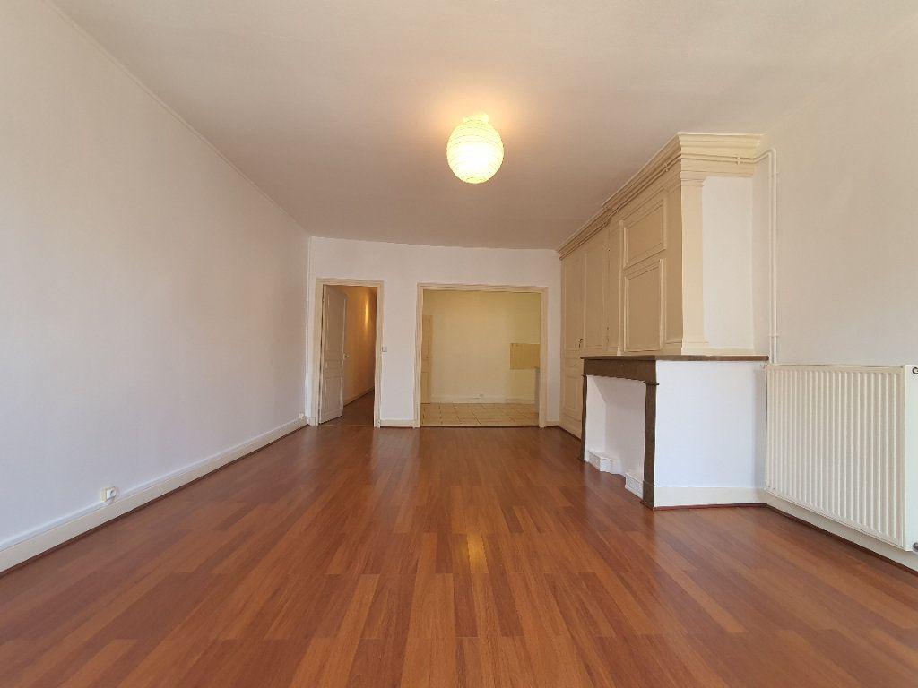 Appartement à louer 2 65m2 à Villefranche-sur-Saône vignette-4