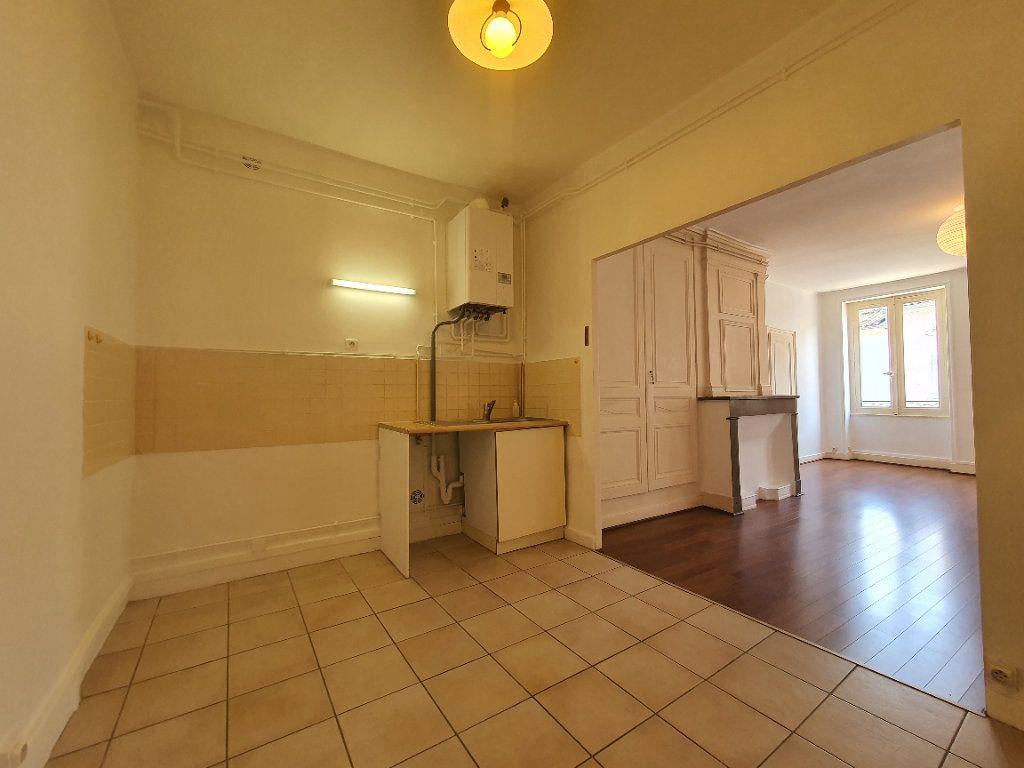 Appartement à louer 2 65m2 à Villefranche-sur-Saône vignette-6
