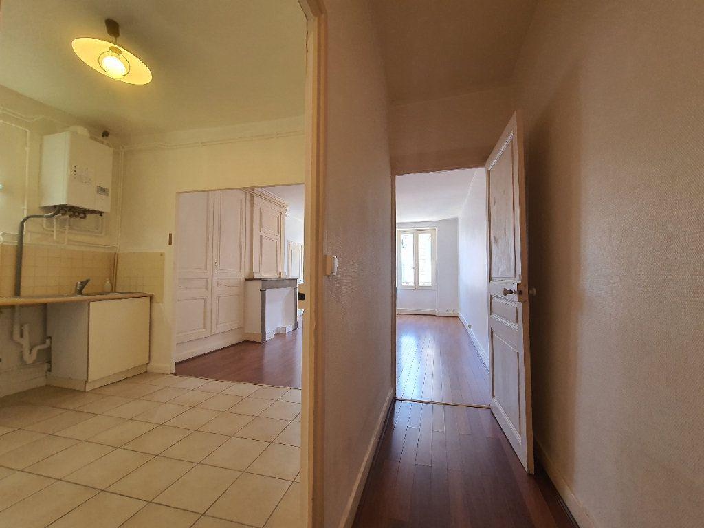 Appartement à louer 2 65m2 à Villefranche-sur-Saône vignette-8