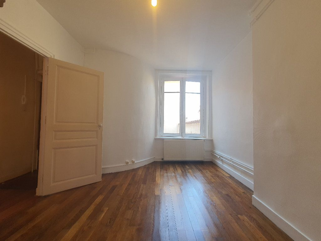 Appartement à louer 2 65m2 à Villefranche-sur-Saône vignette-13
