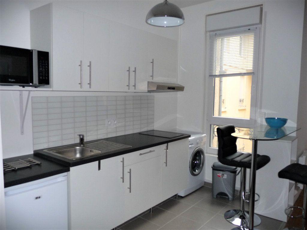 Appartement à louer 2 40m2 à Reims vignette-2