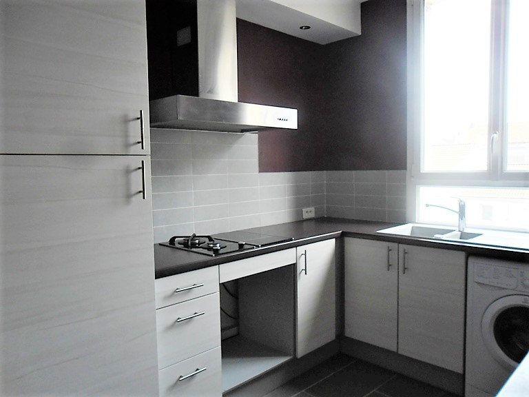 Appartement à louer 3 59.47m2 à Reims vignette-2