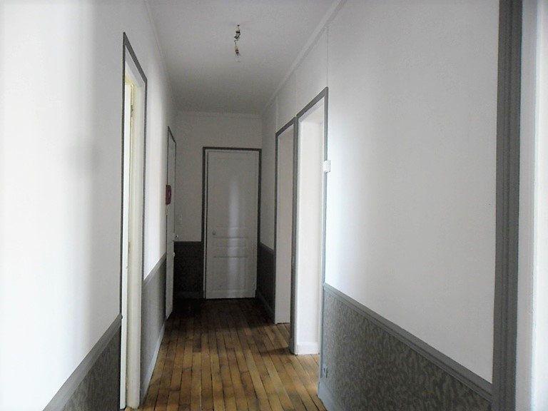 Appartement à louer 3 59.47m2 à Reims vignette-4