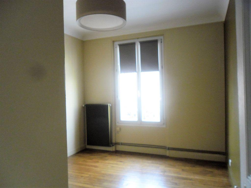 Appartement à louer 3 59.47m2 à Reims vignette-10