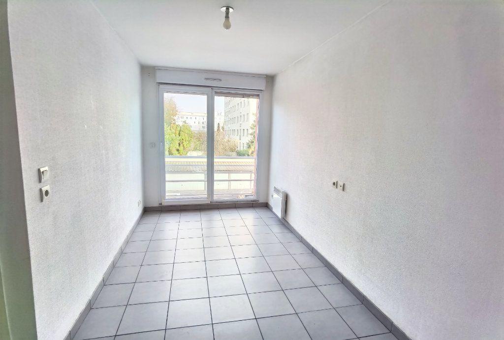 Appartement à louer 2 45m2 à Reims vignette-4