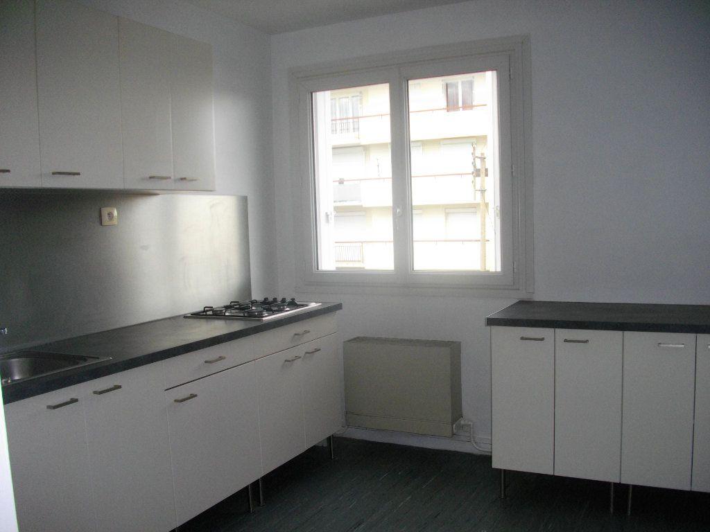 Appartement à louer 2 55.4m2 à Bourges vignette-1
