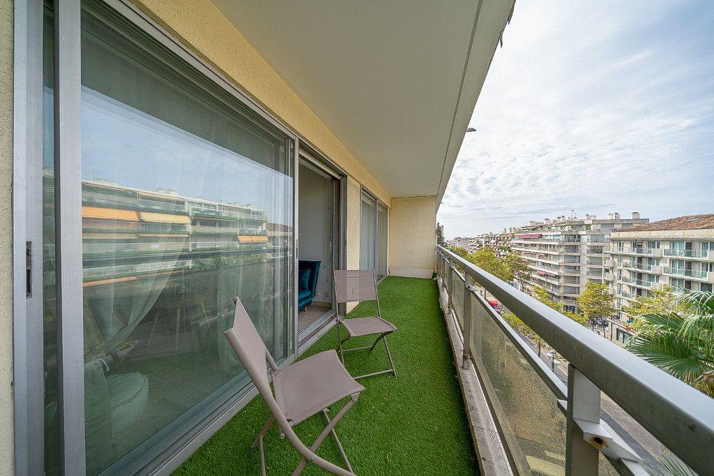 Appartement à vendre 2 45.14m2 à Cannes vignette-2