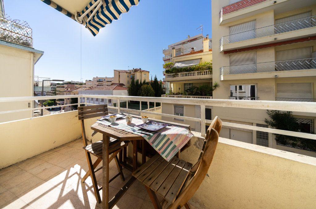 Appartement à vendre 3 46m2 à Cannes vignette-3