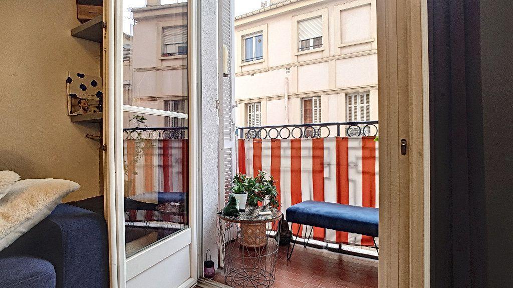 Appartement à vendre 1 23m2 à Cannes vignette-2