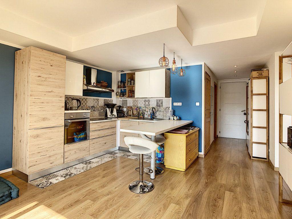 Appartement à vendre 3 58.62m2 à Cannes vignette-2