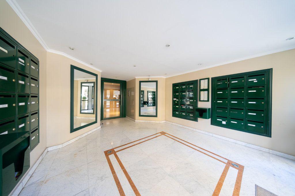 Appartement à vendre 3 59.3m2 à Cannes vignette-3