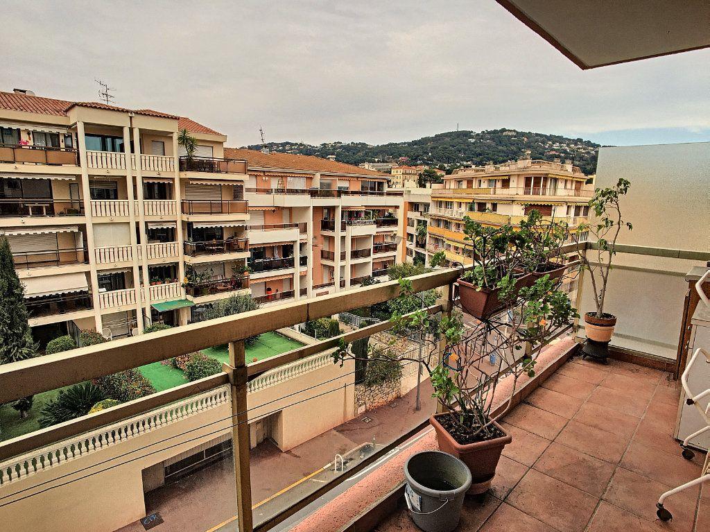 Appartement à vendre 2 55.56m2 à Cannes vignette-2