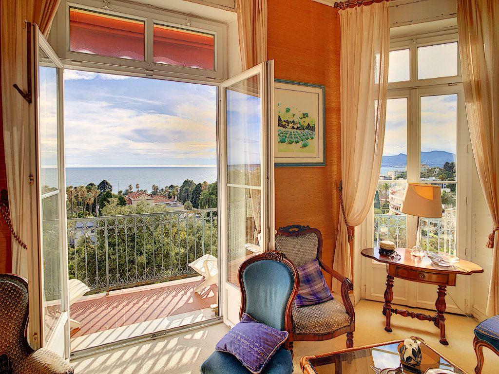 Appartement à vendre 4 114.16m2 à Cannes vignette-3