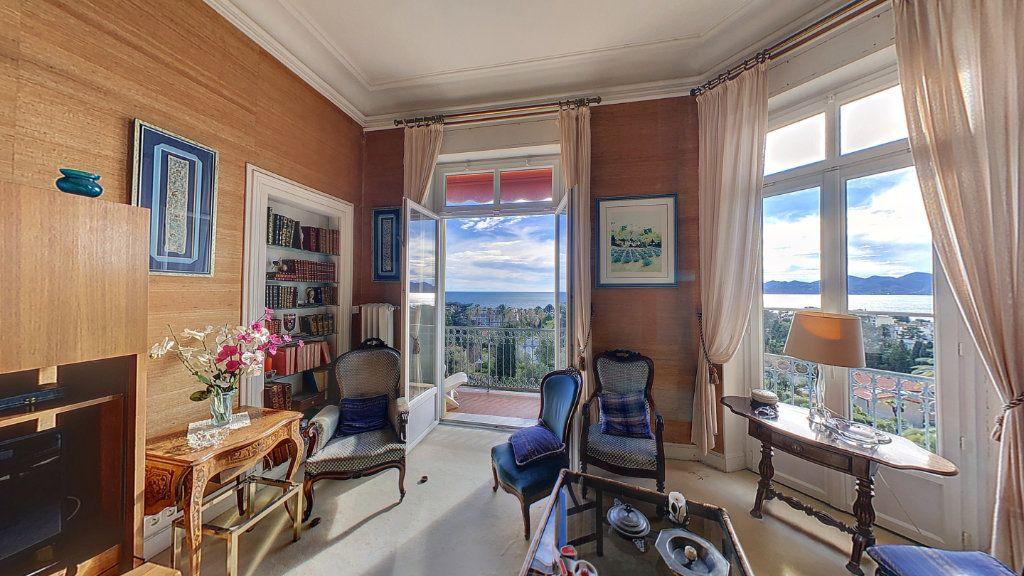 Appartement à vendre 4 114.16m2 à Cannes vignette-4