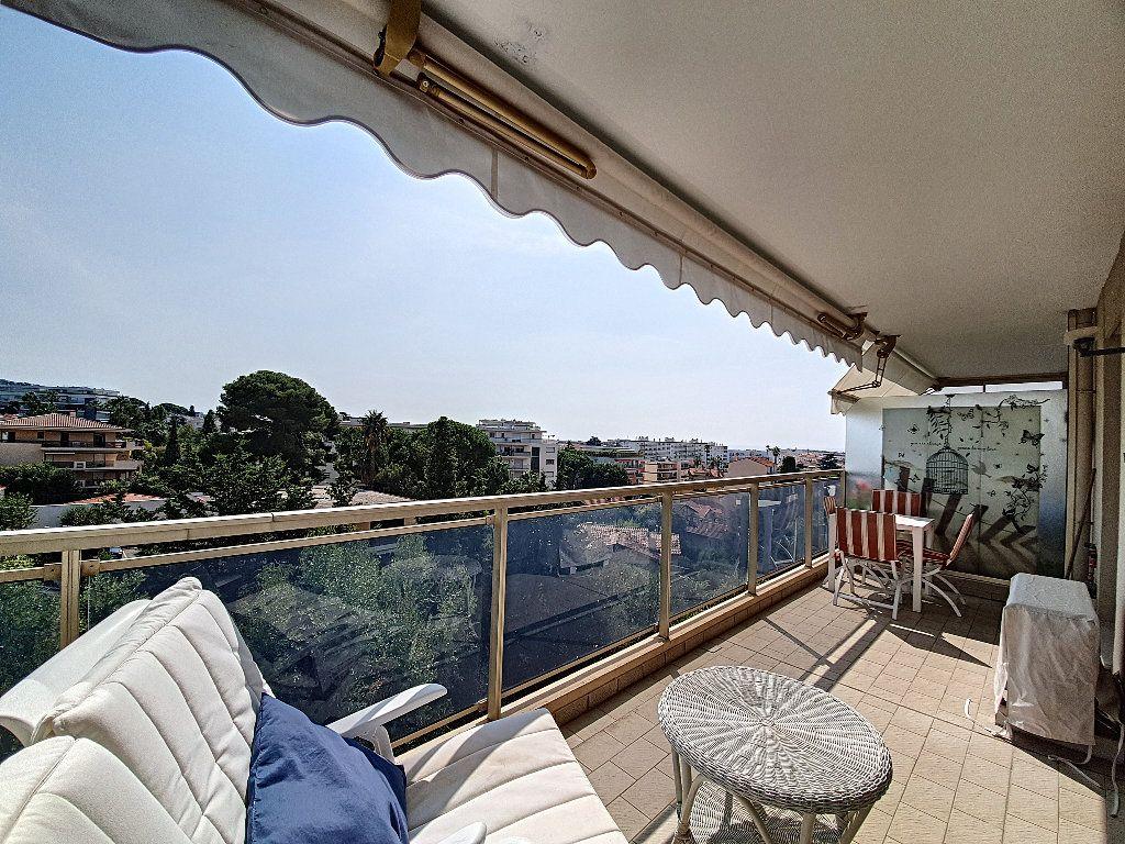 Appartement à vendre 1 35m2 à Cannes vignette-2