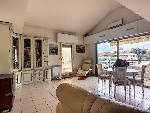 Appartement à vendre 3 90m2 à Cannes vignette-3