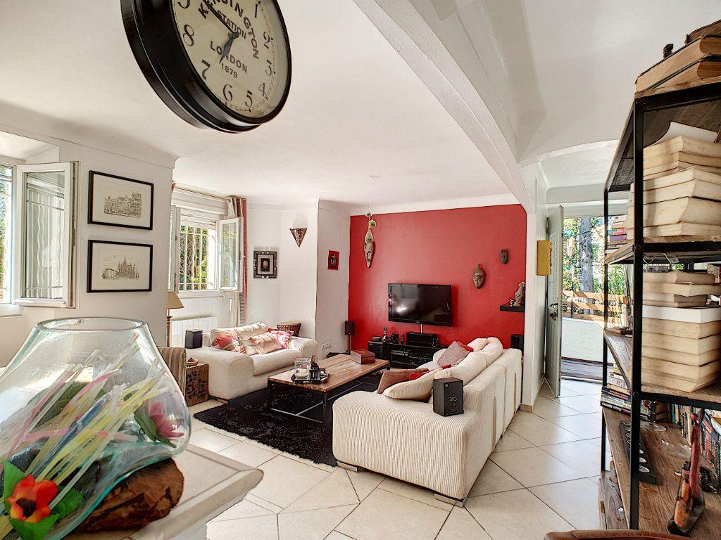 Appartement à vendre 4 82.5m2 à Cannes vignette-2