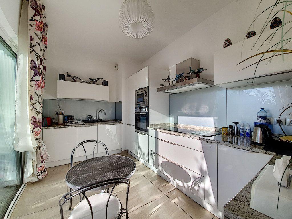 Appartement à vendre 3 95.06m2 à Cannes vignette-3