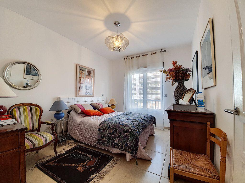 Appartement à vendre 3 95.06m2 à Cannes vignette-5
