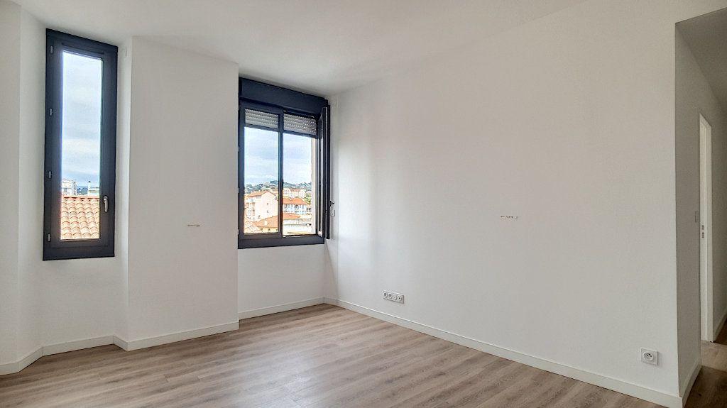 Appartement à vendre 2 37.3m2 à Cannes vignette-2