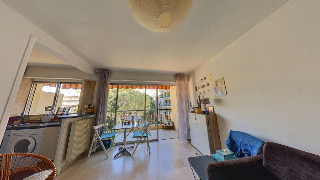 Appartement à vendre 1 26m2 à Cannes vignette-2