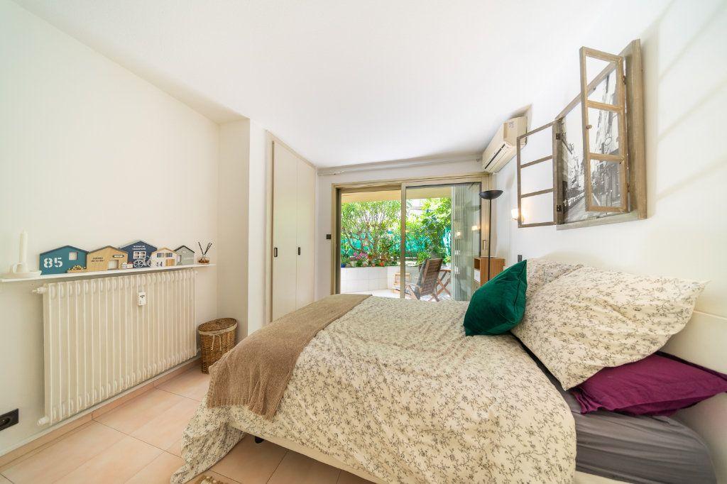 Appartement à vendre 2 50.96m2 à Cannes vignette-6