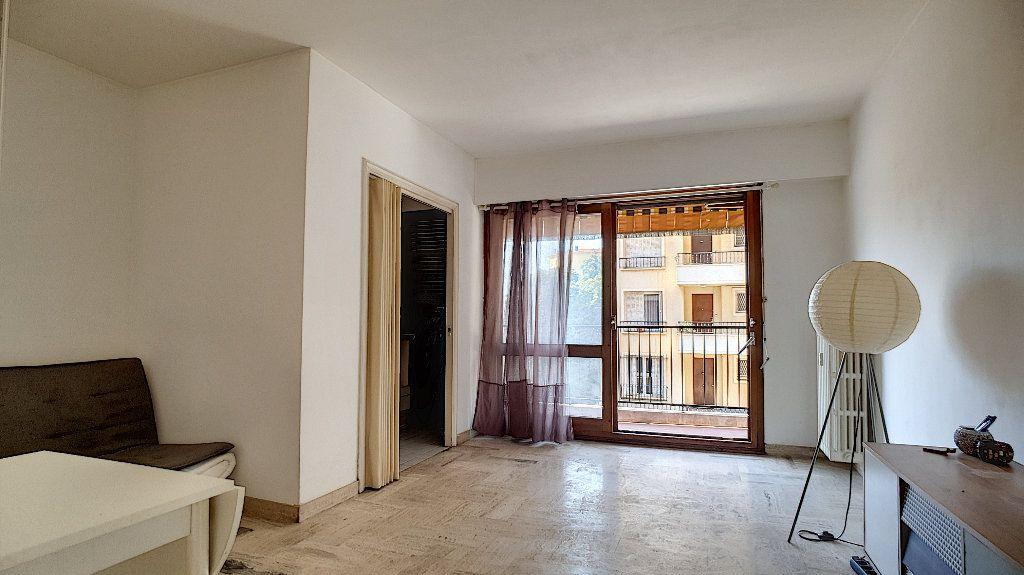 Appartement à vendre 1 24m2 à Cannes vignette-1