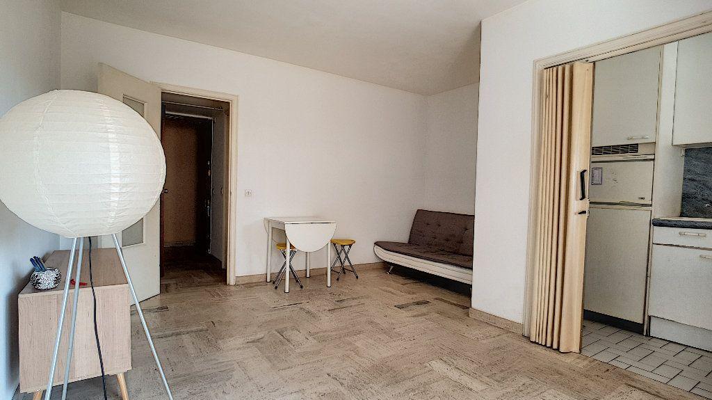 Appartement à vendre 1 24m2 à Cannes vignette-3