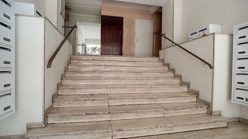 Appartement à vendre 1 24m2 à Cannes vignette-6