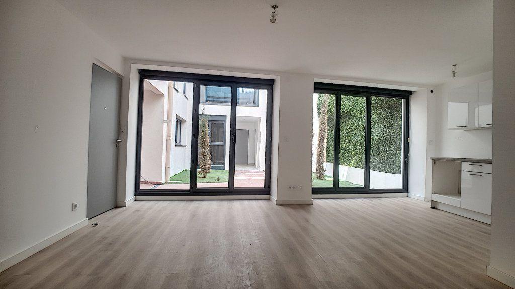 Appartement à vendre 1 29.61m2 à Cannes vignette-6