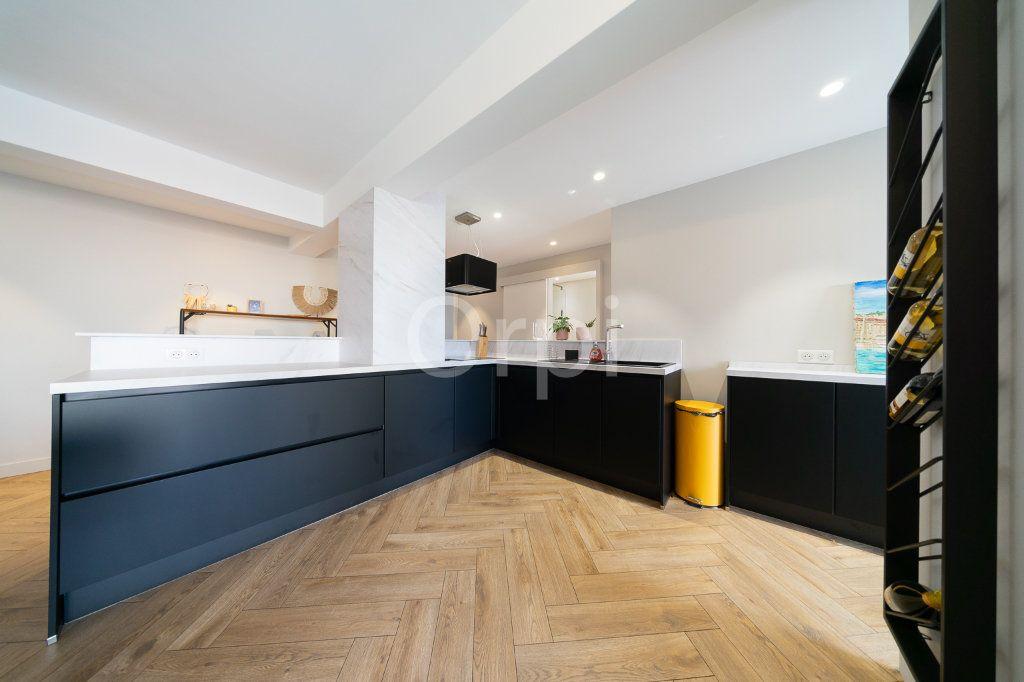 Appartement à vendre 3 72.95m2 à Cannes vignette-2