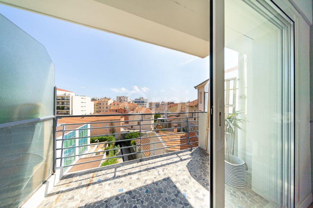 Appartement à vendre 3 72.95m2 à Cannes vignette-10