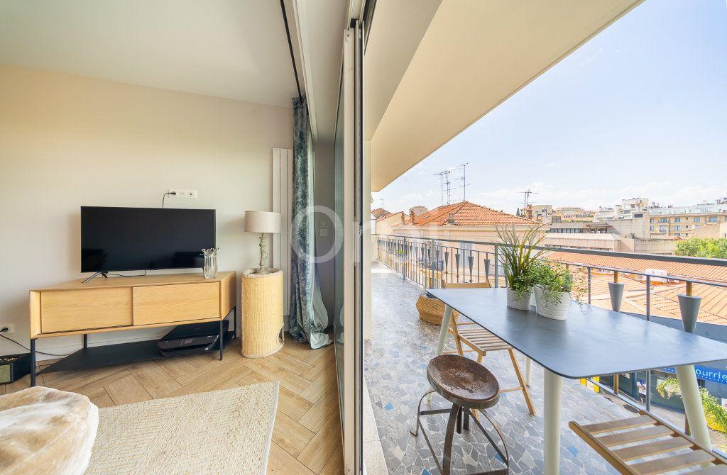 Appartement à vendre 3 72.95m2 à Cannes vignette-16