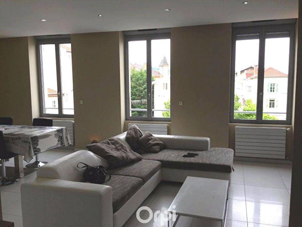 Appartement à louer 3 78.94m2 à Bourgoin-Jallieu vignette-1