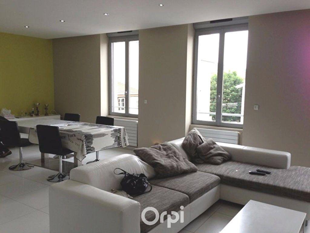 Appartement à louer 3 78.94m2 à Bourgoin-Jallieu vignette-2