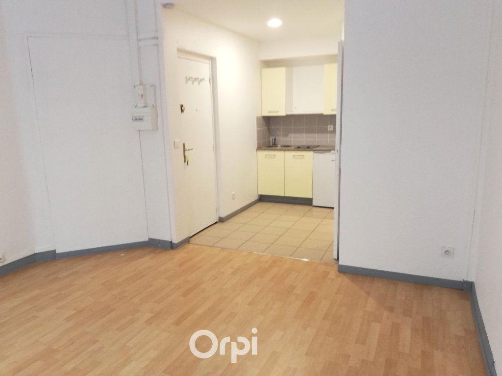 Appartement à louer 1 26m2 à La Côte-Saint-André vignette-1