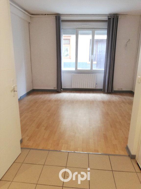 Appartement à louer 1 26m2 à La Côte-Saint-André vignette-2