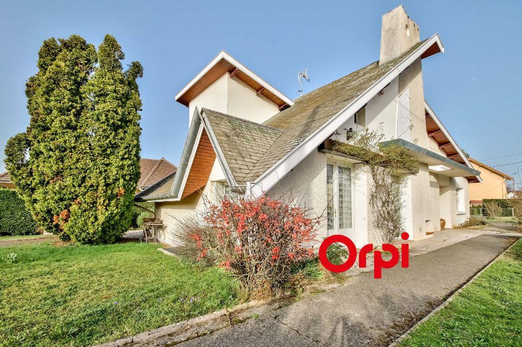Maison à vendre 8 163m2 à Bourgoin-Jallieu vignette-1