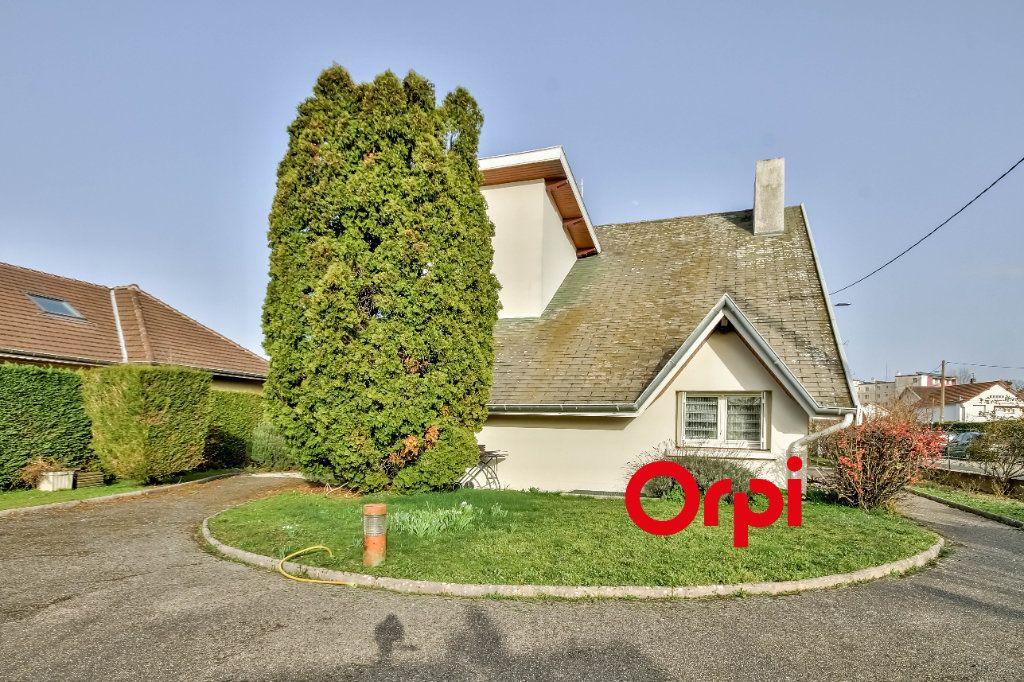 Maison à vendre 8 163m2 à Bourgoin-Jallieu vignette-2