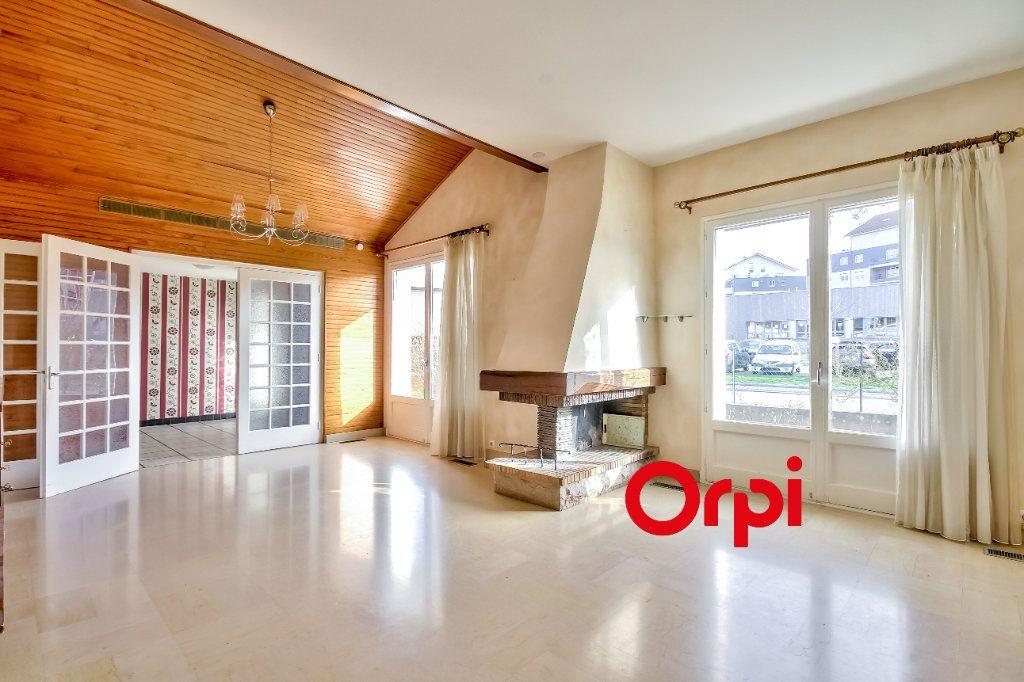 Maison à vendre 8 163m2 à Bourgoin-Jallieu vignette-3