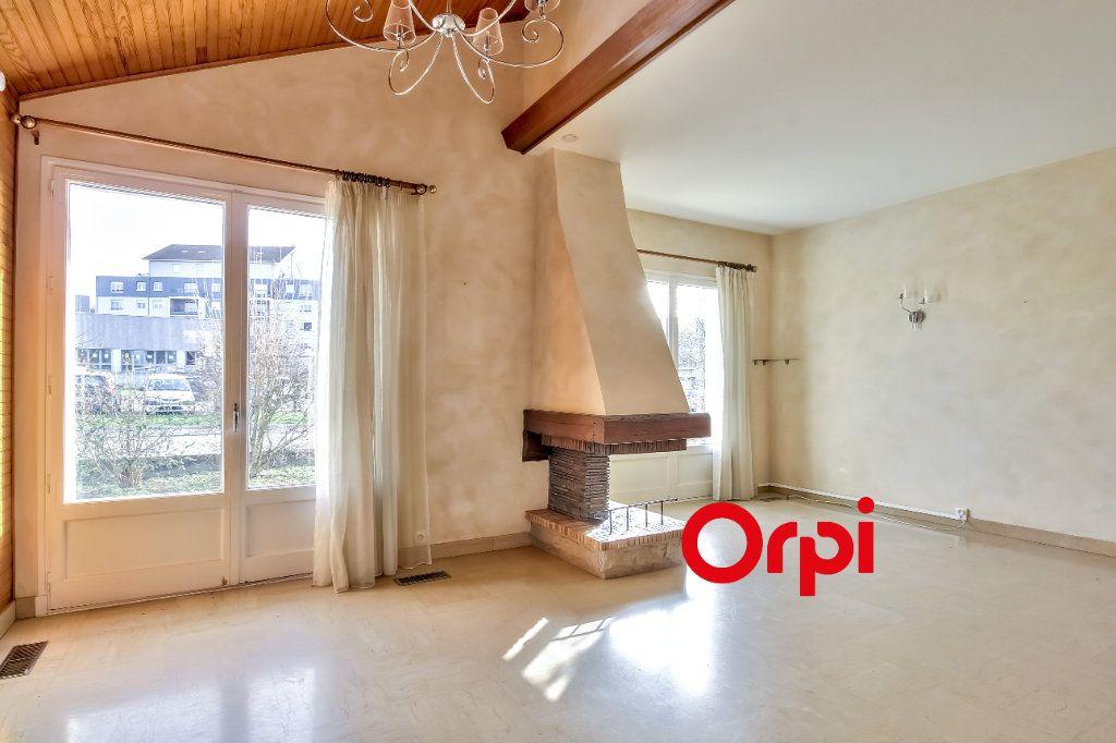 Maison à vendre 8 163m2 à Bourgoin-Jallieu vignette-4