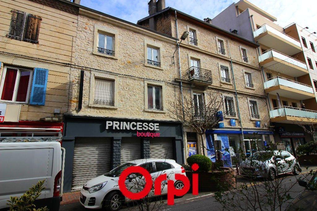 Appartement à vendre 4 108m2 à Bourgoin-Jallieu vignette-1
