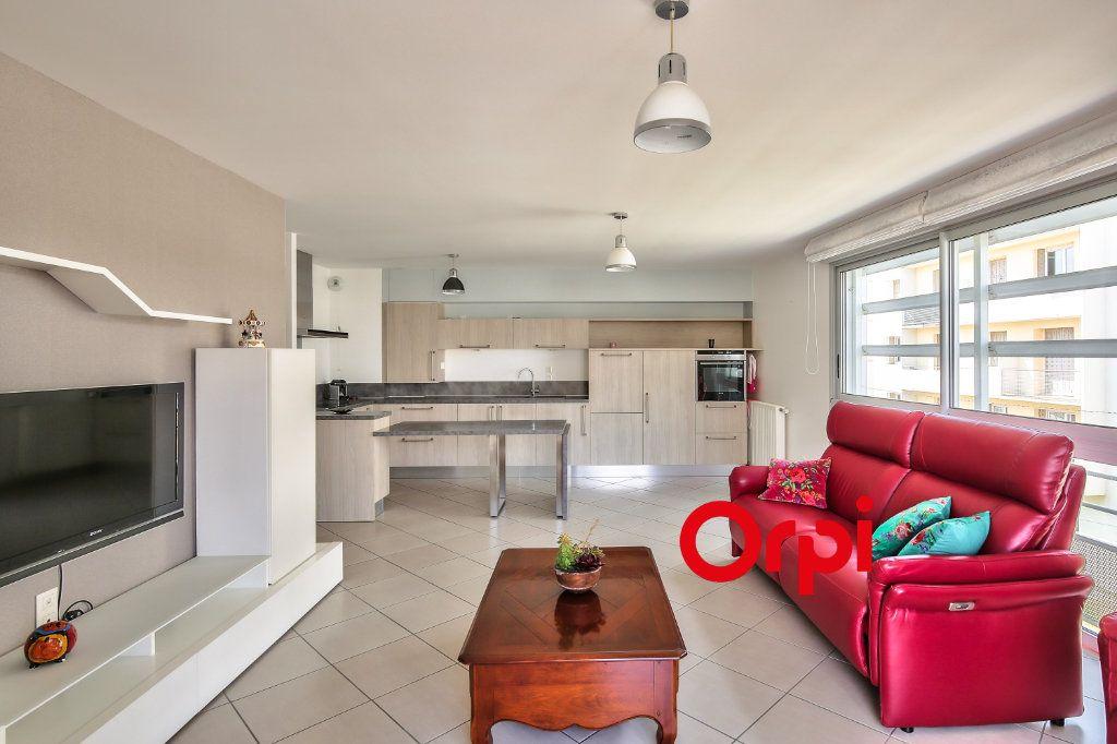 Appartement à vendre 3 70.71m2 à La Verpillière vignette-2