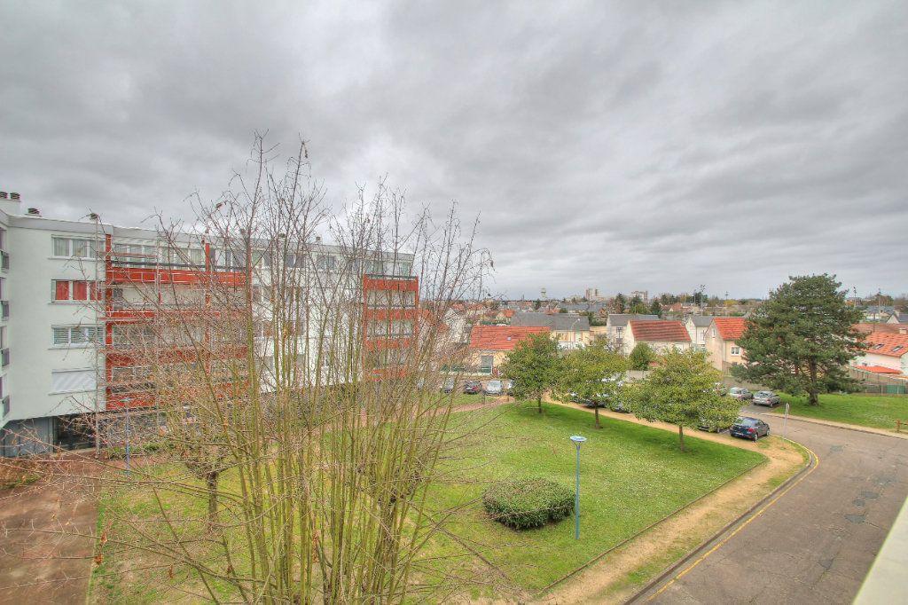 Appartement à vendre 4 75.38m2 à Fleury-les-Aubrais vignette-1
